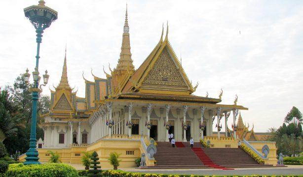 Royal_Palace,_Phnom_Penh_Cambodia_1
